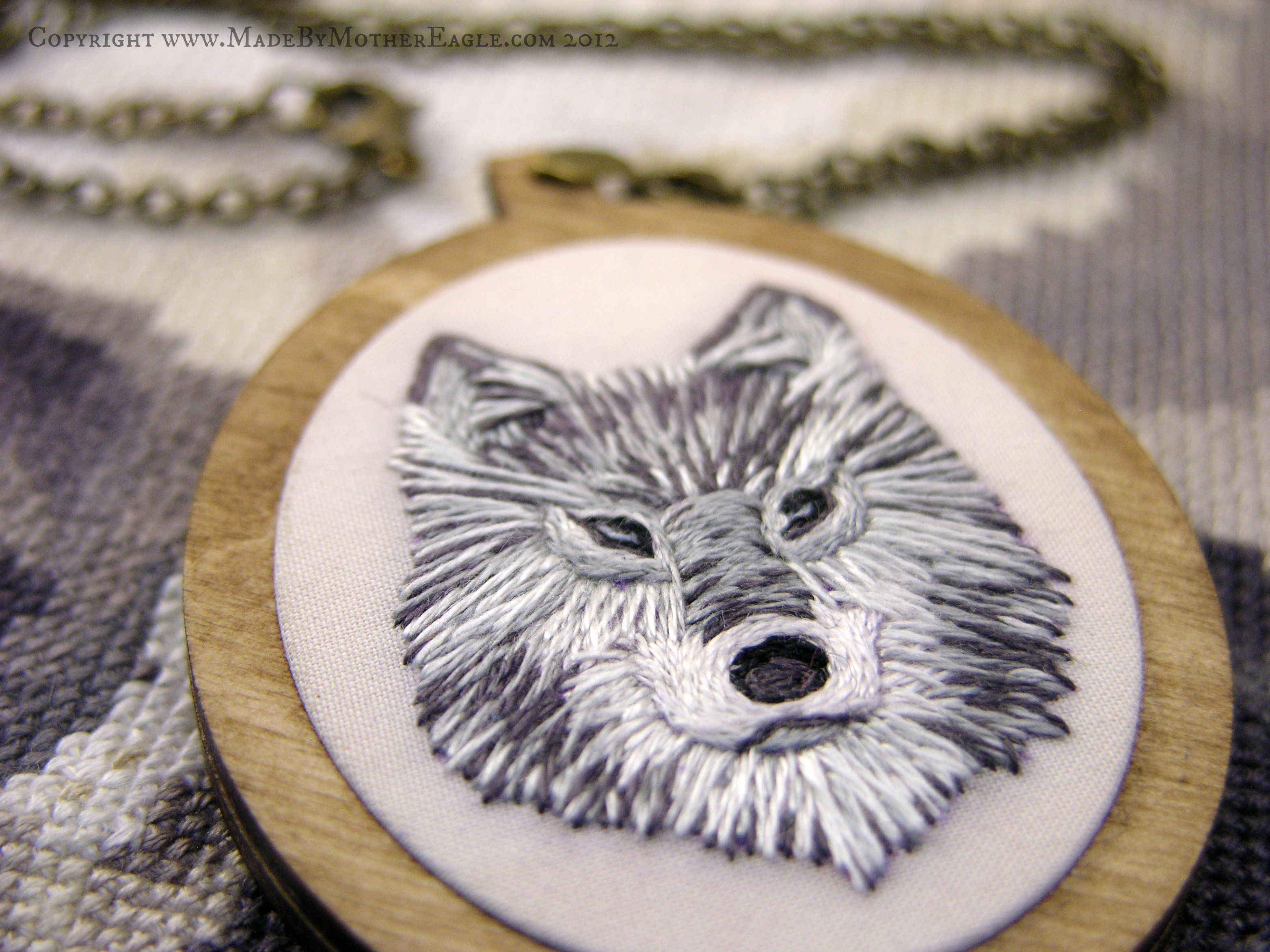 Pendant featuring face of Grey Wolf